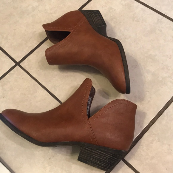 7f9e20c91e749 Faded Glory Shoes - Camel Colored Cut Out Low Ankle Boot Size 8